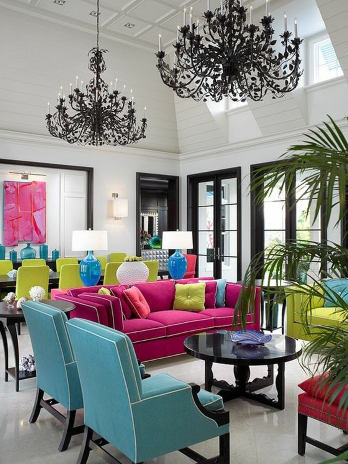 couleur-rose-framboise-grand-salon-baroque-fauteuils-roses-et-bleus