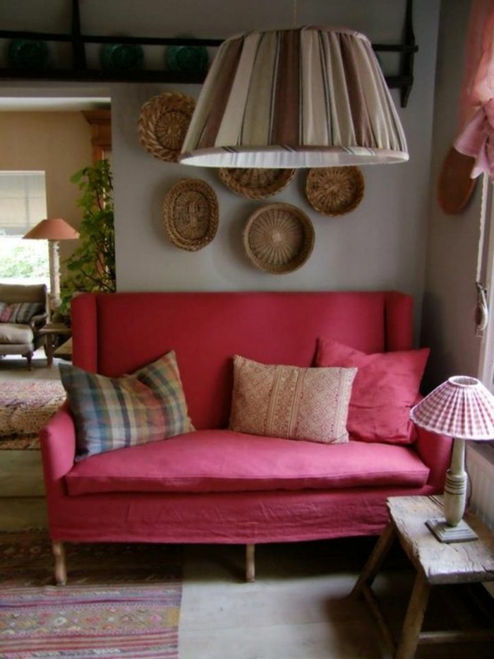 couleur-rose-framboise-petite-table-rustique