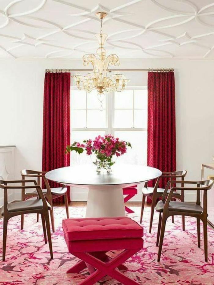 couleur-rose-framboise-salle-à-manger-rose-et-blanche