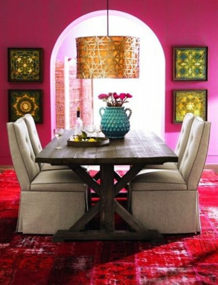 couleur-rose-framboise-salle-à-manger-style-rétro-chic
