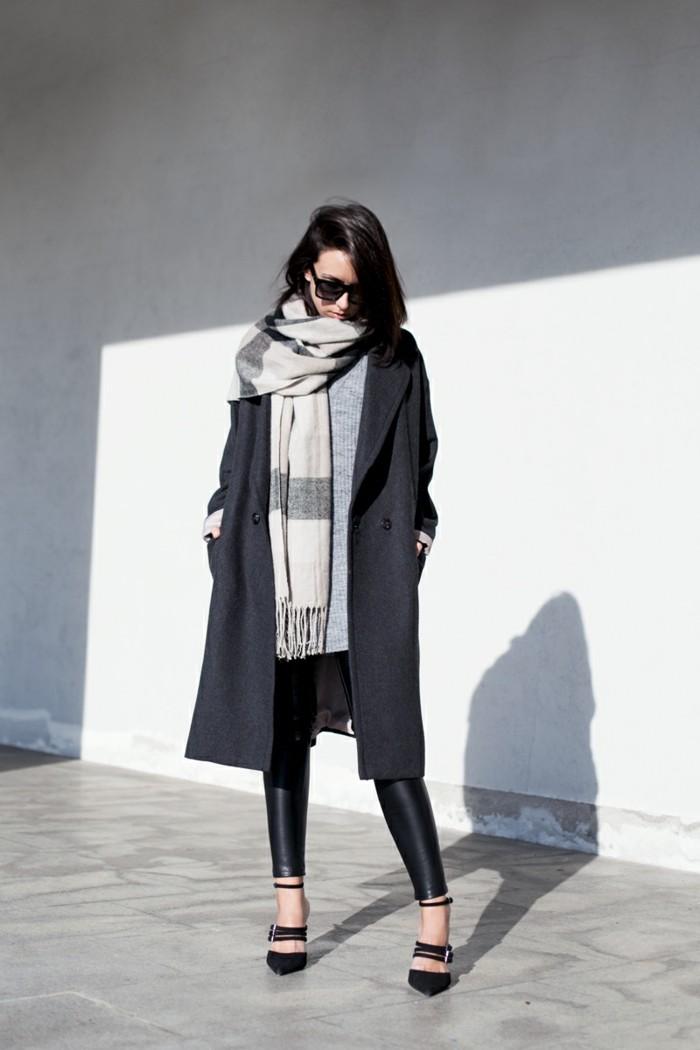 couleurs-tendance-hiver-2017-robe-decontractee-mi-longue-echarpe-grande