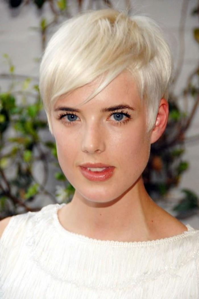 coupe-courte-boyish-coloration-tendance-blond-nordique