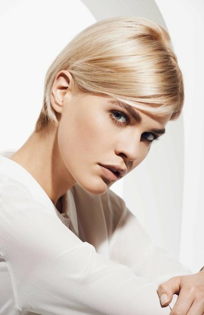 coupe-courte-tendance-nuance-de-blond-platine