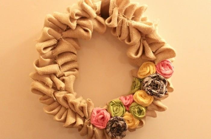 couronne-de-fleurs-en-tissu-décorée-de-petites-fleurs-de-couleurs-diverses