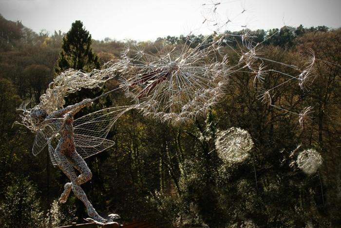 creation-fil-de-fer-modele-de-jardin-femme-entouree-de-dandelions