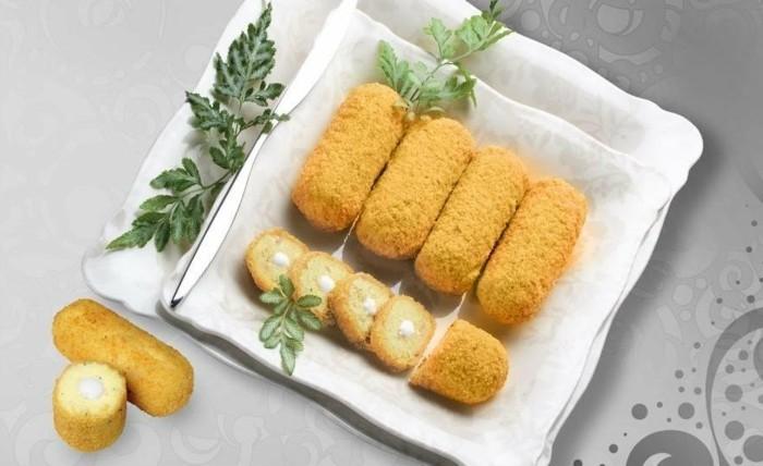 croquette-de-pomme-de-terre-au-fromage-mozzarella-à-garnir-avec-des-herbes-aromatiques