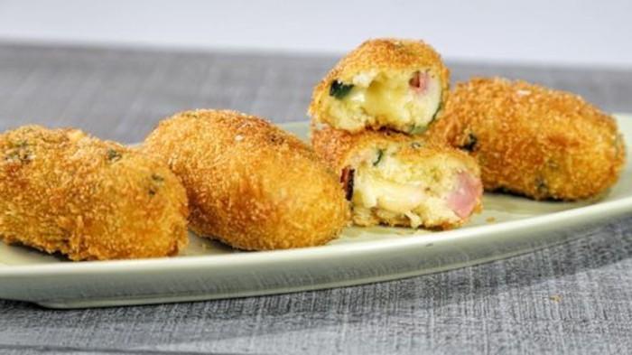 croquettes-de-pomme-de-terre-avec-du-jambon-et-pois