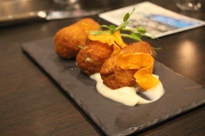 croquettes-de-pomme-de-terre-plat-facile-à-décorer-avec-bon-goût