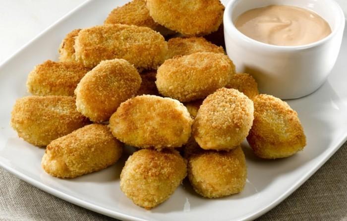 croquettes-de-pomme-de-terre-servir-avec-une-sauce-moutarde