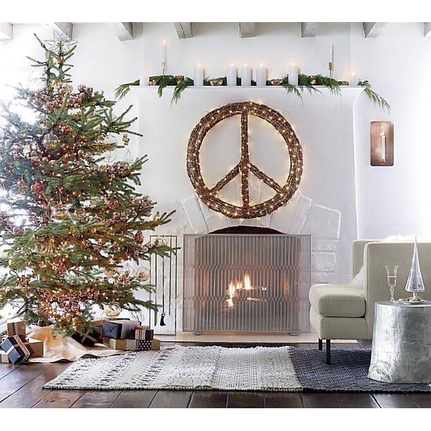 customiser-une-cheminee-avec-le-symbole-de-la-paix-illumine