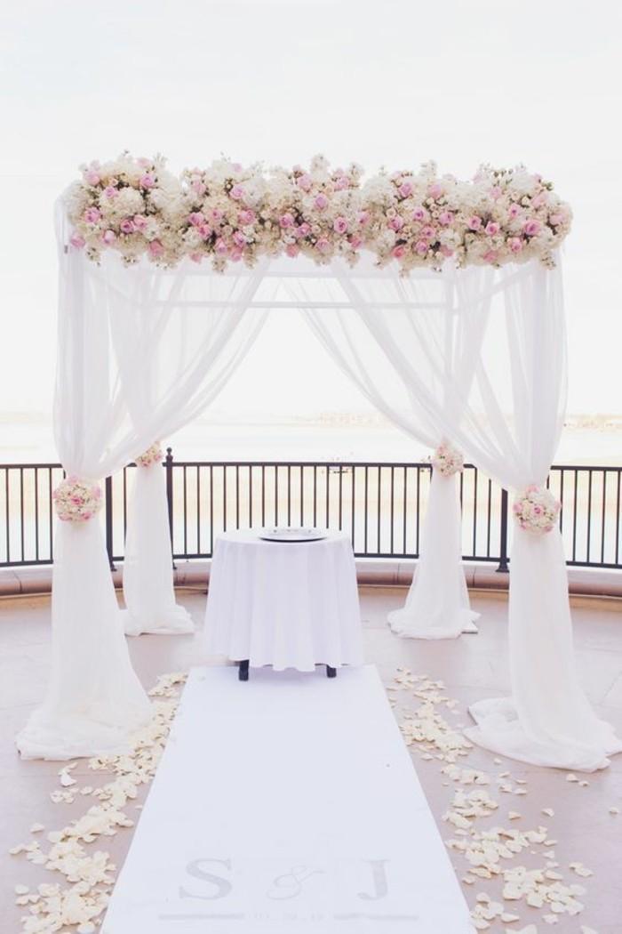 déco-de-mariage-rose-et-blanc-arche-mariage-romantique