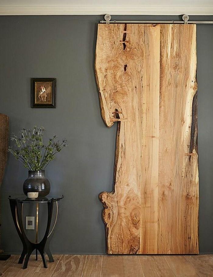 déco-d'intérieur-en-bois-mur-gris-rail-de-porte-coulissante