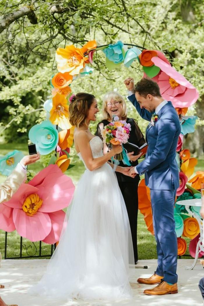 déco-fleurs-géantes-en-papier-arche-florale-mariage