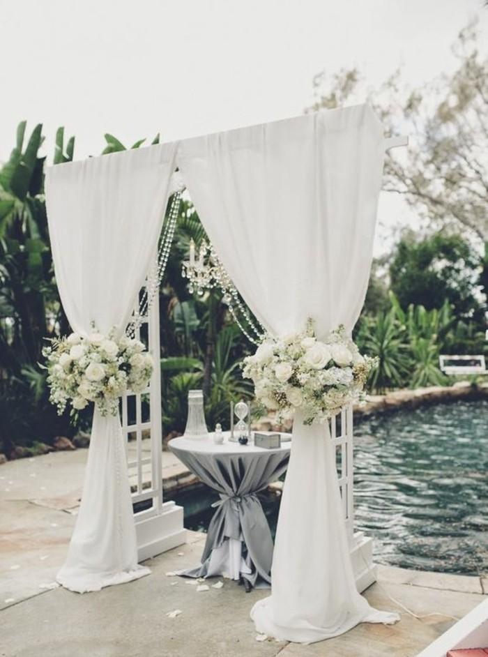 décoration-arche-mariage-blance-cérémonie-en-pleine-air