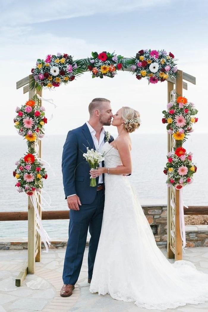 décoration-arche-mariage-florale-cérémonie-en-pleine-air