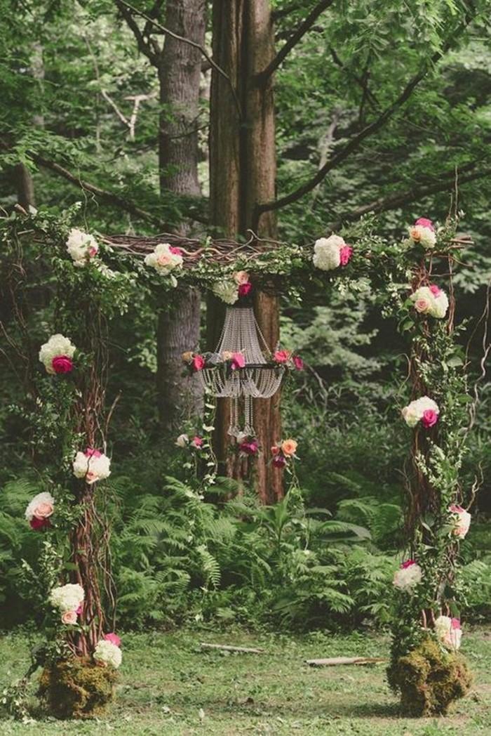 décoration-arche-mariage-originale-lustre-déco-bohème