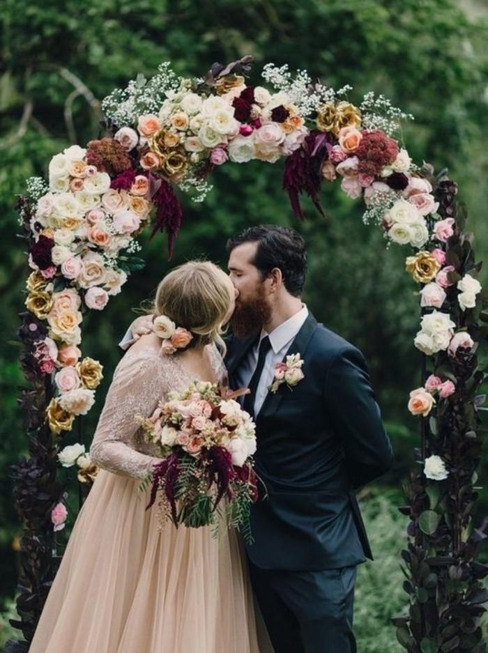 décoration-arche-mariage-roses-mariage-romantique