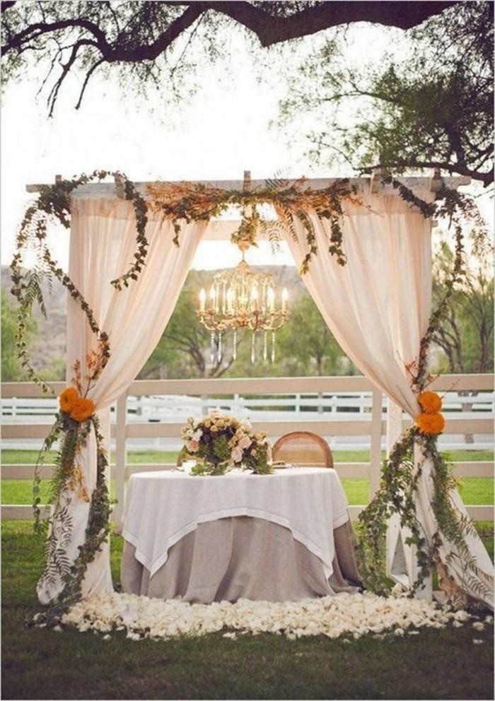 décoration-arche-mariage-simple-en-tulle