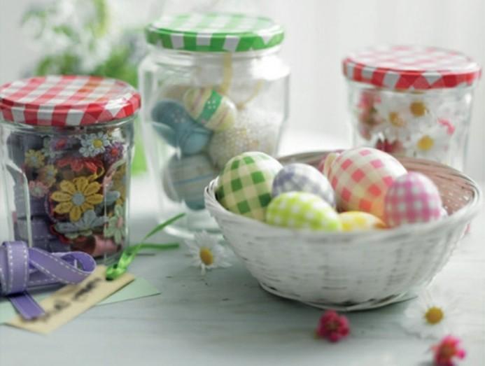 décoration-pot-de-confiture-paques-oeufs-panier-fleurs-rubans