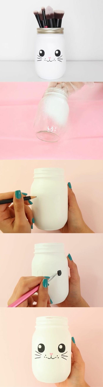décoration-pot-de-confiture-visage-lapin-moustaches-pinceau-crayon-peinture-blanche
