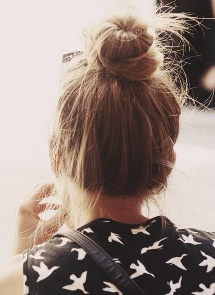 chignon-bun-relevé-coiffure-simple-et-chic