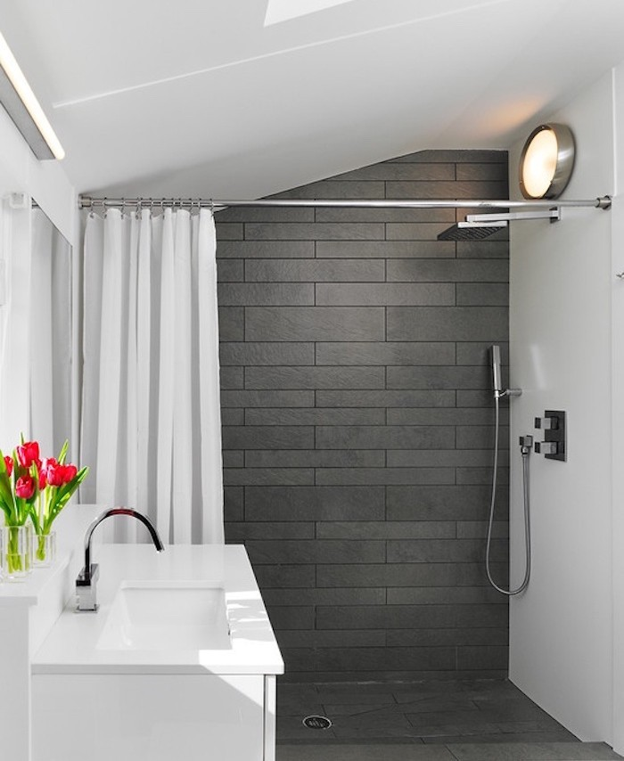 décoration petite salle de bain sous pente 5m2 renovation modèle exemple