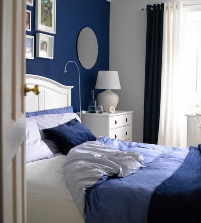 chambre mur blanc et bleu. Black Bedroom Furniture Sets. Home Design Ideas