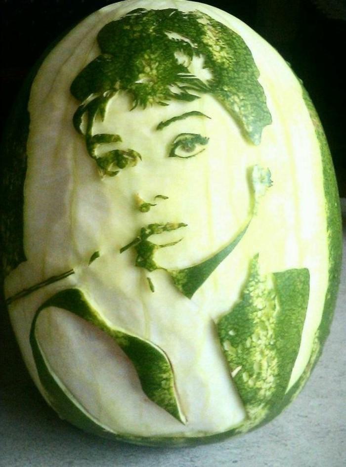 deco-fruit-Audrey-Hepburn-sculpture-sur-melon-d'eau