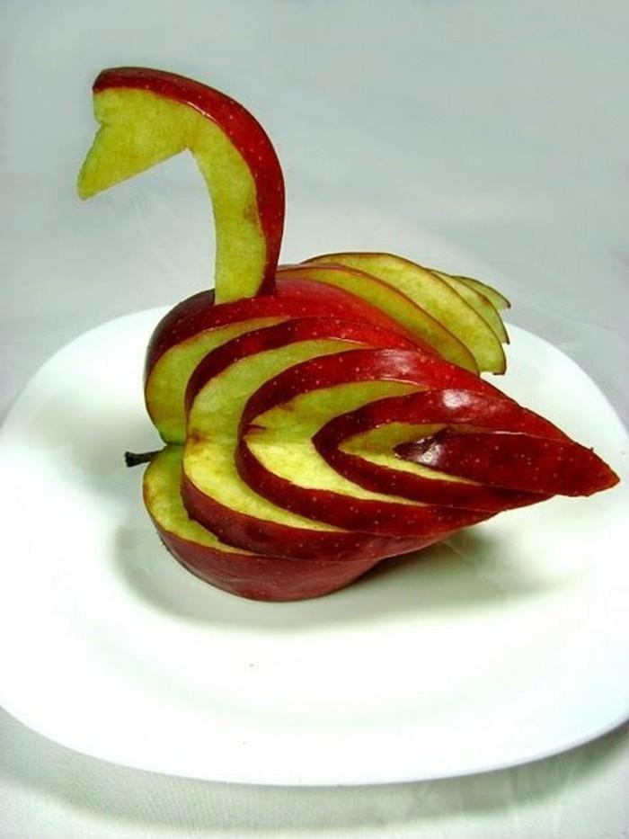 deco-fruit-cygne-avec-pomme-ciselée-sculptures-en-pommes