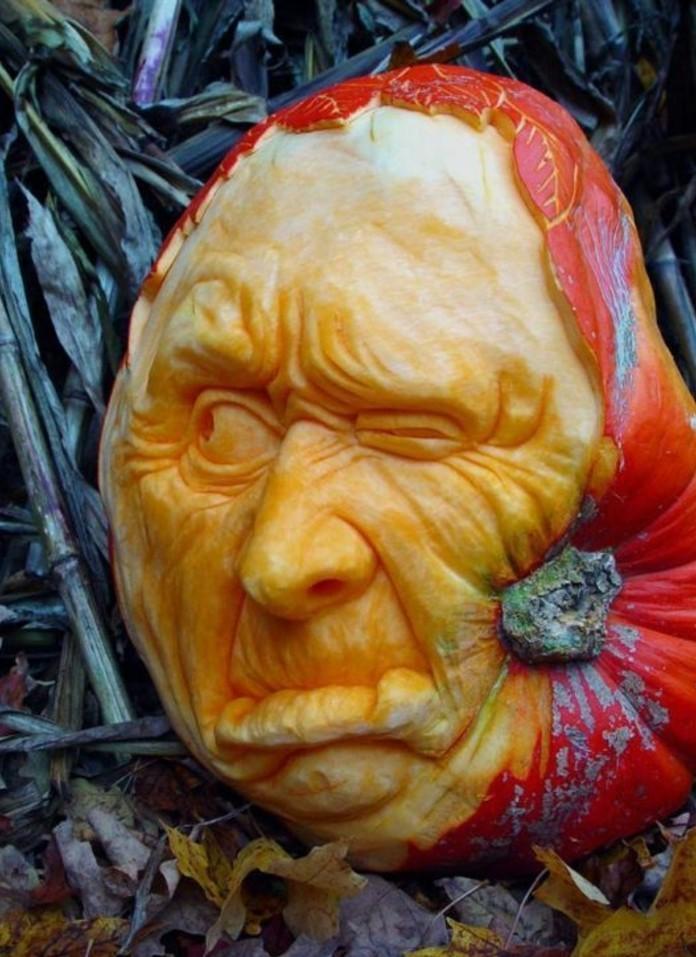 deco-fruit-décoration-de-citrouille-gravée-et-transformée-en-visage-d'homme