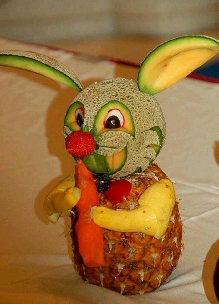 deco-fruit-lapin-fait-avec-ananas-et-melon-sculptures-originales