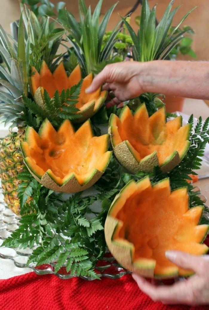 deco-fruit-melon-sculpté-en-fleurs-arranger-sa-nourriture