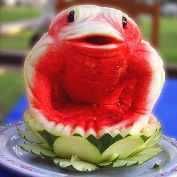deco-fruit-pasteque-en-forme-de-grenouille