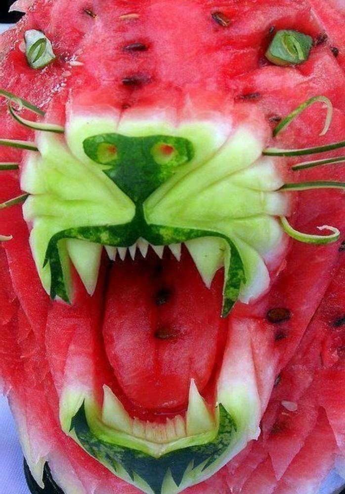 deco-fruit-sculpture-lion-avec-melon-d'eau-et-melon