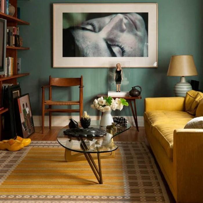 deco-gris-et-jaune-portrait-noir-et-blanc-sofa-moutarde