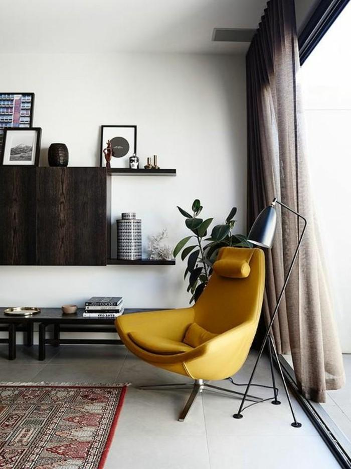 deco-jaune-moutarde-fauteuil-moutarde-et-tapis-vintage