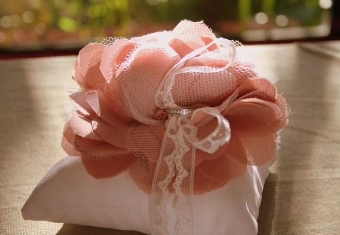 deco-mariage-rose-en-tissu-enorme-idee-comment-faire-une-fleur-en-tissu