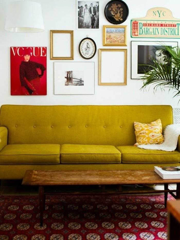 deco-moutarde-tapis-rouge-et-blanc-plusieurs-tableaux-au-mur