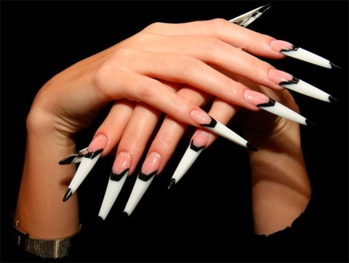 deco-ongle-longs-blancs-en-decoration-noire-idee-pour-une-fete