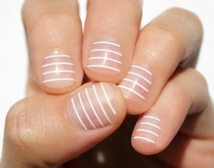 deco-ongle-manucure-transparent-en-lignes-blanches-et-droites