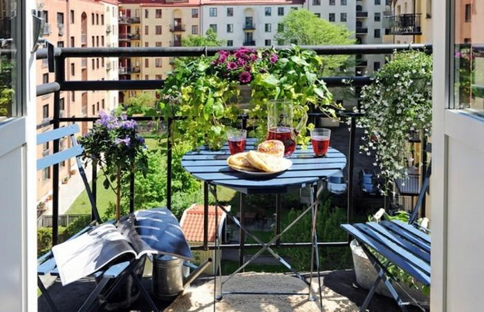 decoration-balcon-balcon-ensoleille-verdure-eqipement-extérieur