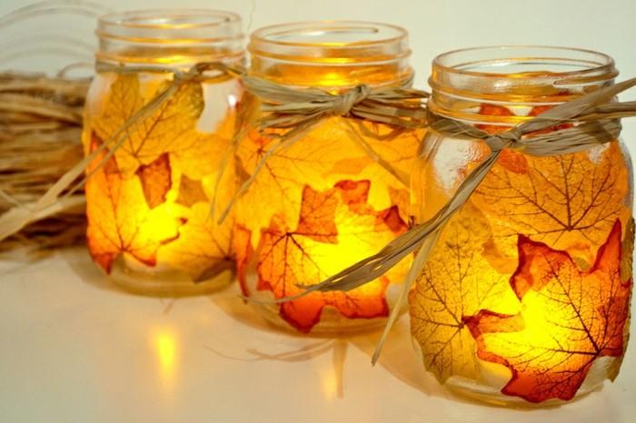 decoration-bocal-en-verre-feuilles-séchées-automne-jaune-et-orange-bougeoirs