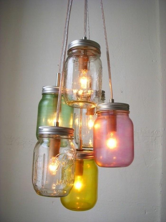 decoration-bocal-en-verre-lampes-suspendues-pots-peints-en-vert-jaune-et-rose