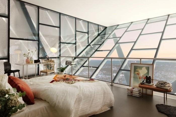 decoration-scandinave-chambre-a-coucher-sous-les-combles-revetement-sol-couleur-marron-coin-travail-vue-panoramique