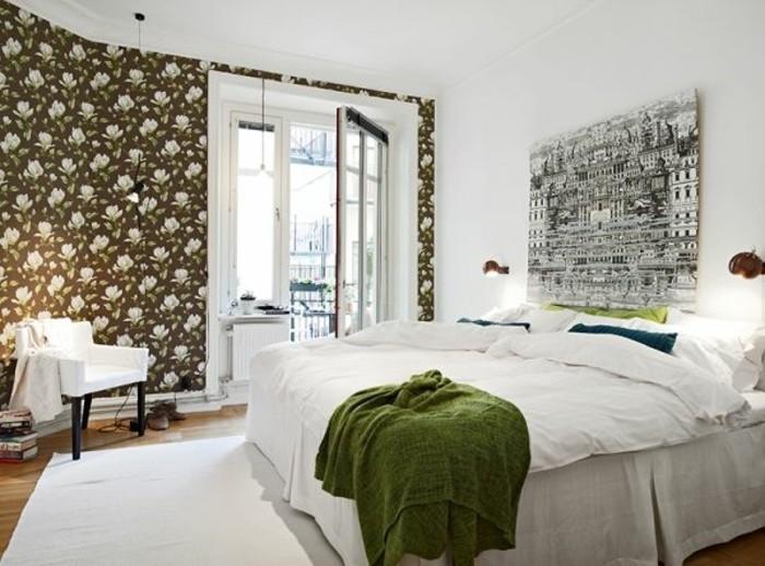 decoration-scandinave-personnalisee-par-un-pan-de-mur-en-papier-peint-a-motifs-floraux-tableau-decoratif-tapis-blanc