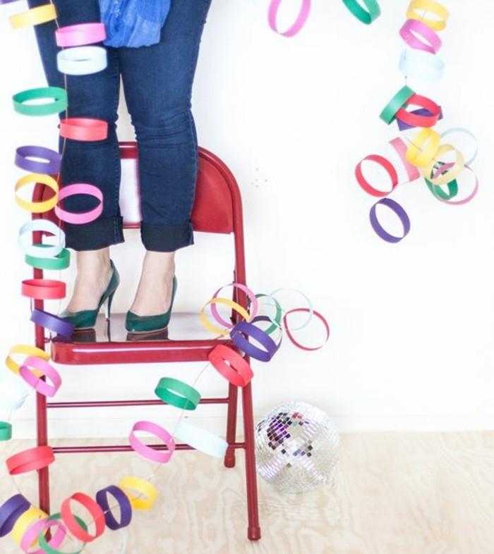 des-cercles-multicolores-simples-idee-comment-fabriquer-des-guirlandes-en-papier-soi-meme