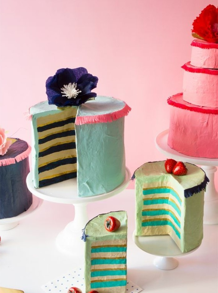 des-gateaux-décorés-de-papier-recette-papier-maché-pour-créer-des-pieces-de-decoration-pour-anniversaire-enfant-resized