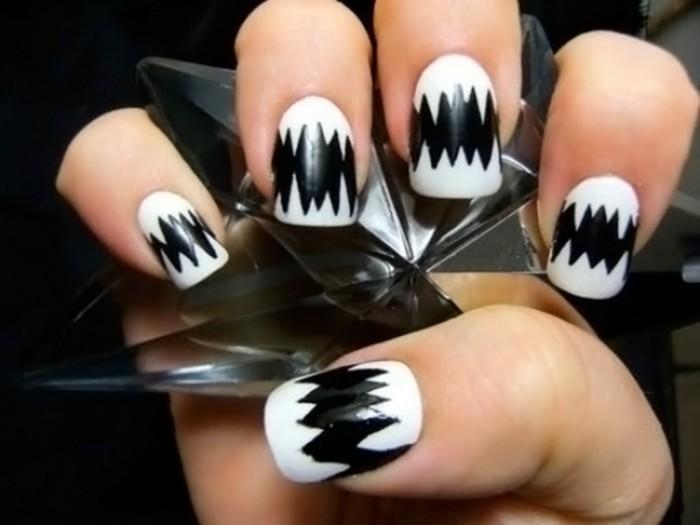 dessin-sur-ongle-decoration-creative-en-noir-ongles-blancs