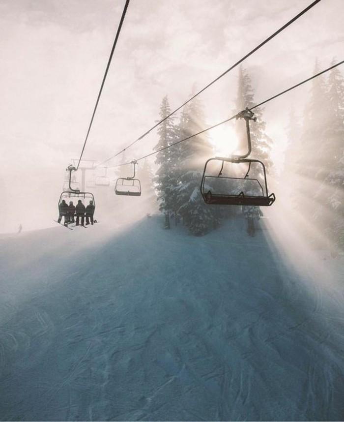 enneigement-station-ski-rayons-de-soleil-paysage-incroyable-magie-de-la-nature