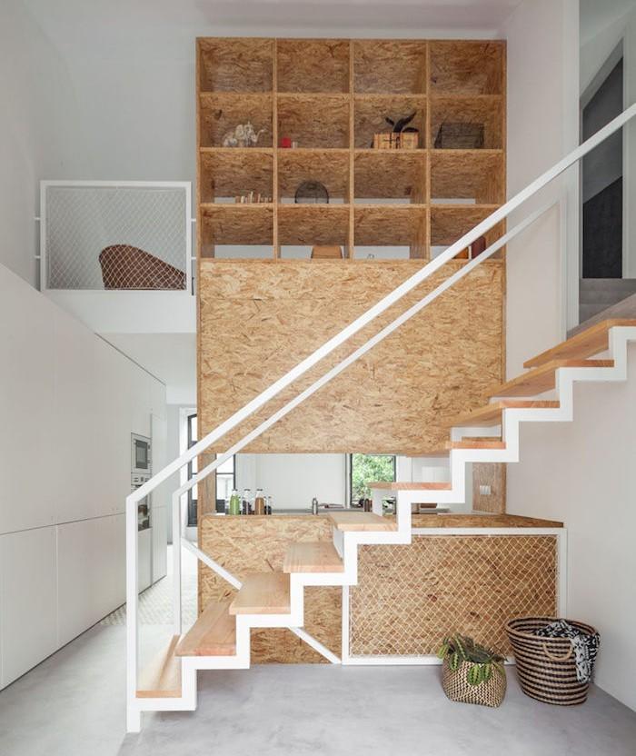 etagere-bibliotheque-sous-escalier-bois-fabrication-sur-mesure-etageres-murales-escaliers